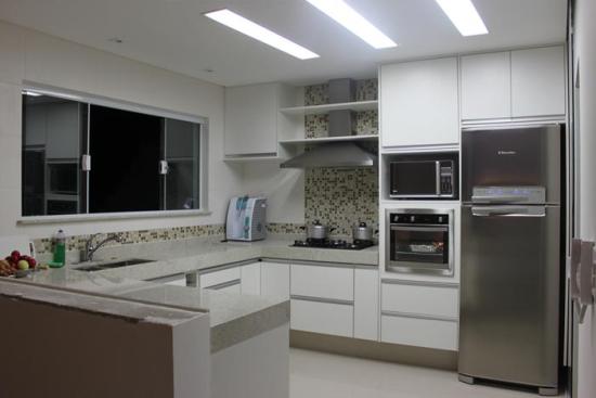 cozinha e bancada de granito branco itauna