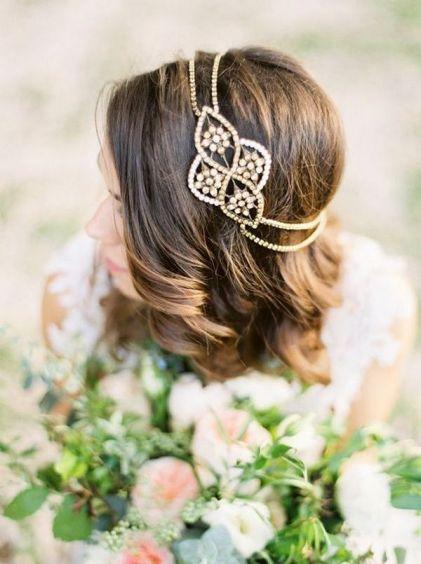 Elegant-wedding-hairstyle-accessory