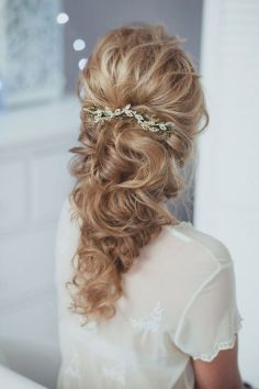 Gorgeous-long-curly-wedding-hairstyles-from-Enzebridal