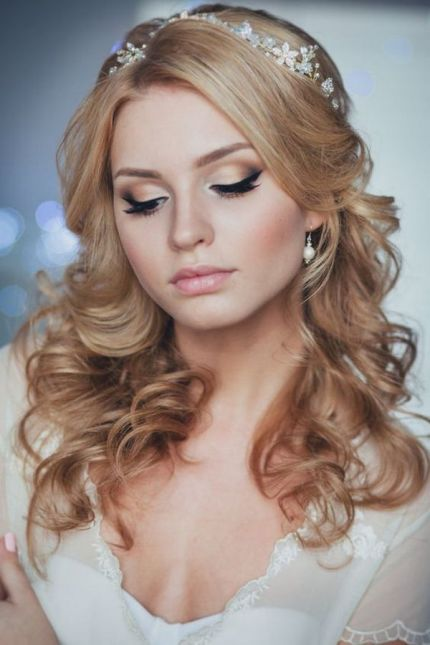 long-down-wedding-hairstyle-from-Enzebridal