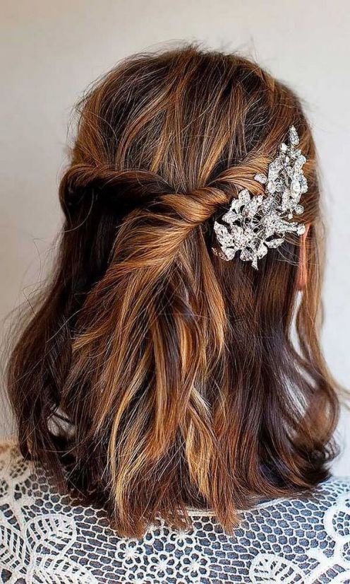 Short-Wedding-Hairstyle-Ideas-with-Headpieces