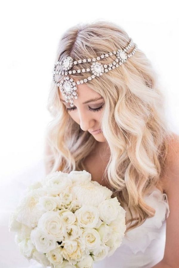 Stylish-vintage-wedding-hairstyle-with-headpiece