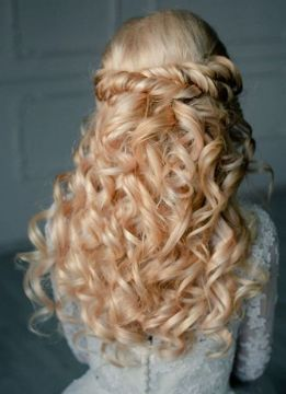 Websalon-Weddings-half-up-half-down-curly-wedding-hairstyles